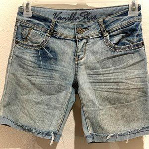 Light blue wash jean shorts, comfy and fun!